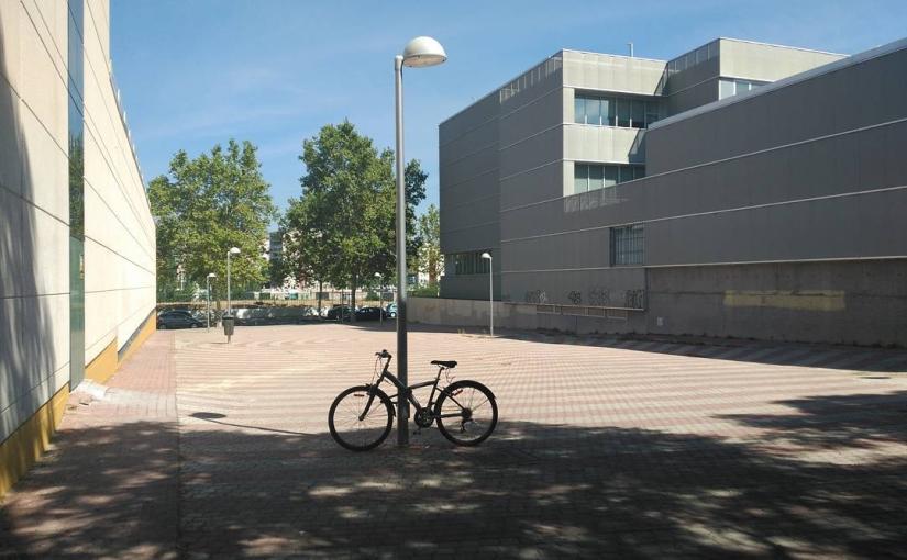 Aquí cabría un magnífico parking de bicis… Si se usara la bici para hacer la compra